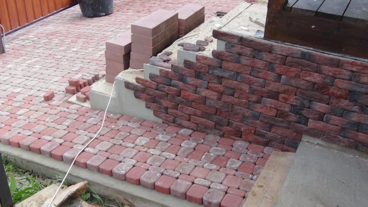 Опалубка вокруг дома своими руками из тротуарной плитки 28