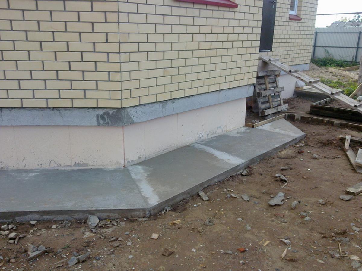 Бетонная отмостка вокруг дома как сделать (залить) отмостку из бетона 62