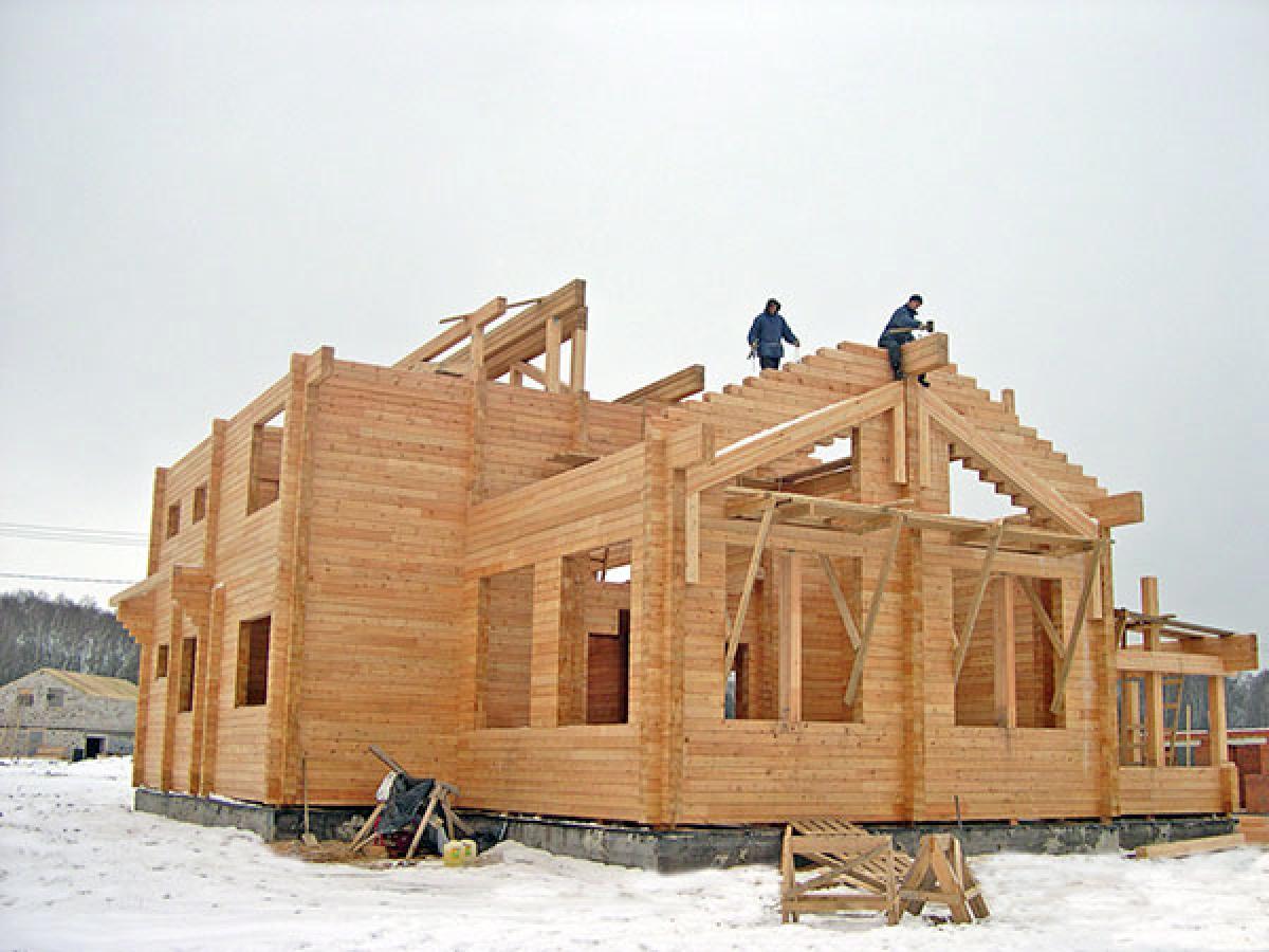 зимнее строительство деревянного дома или бани